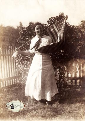 Flaggirlprev